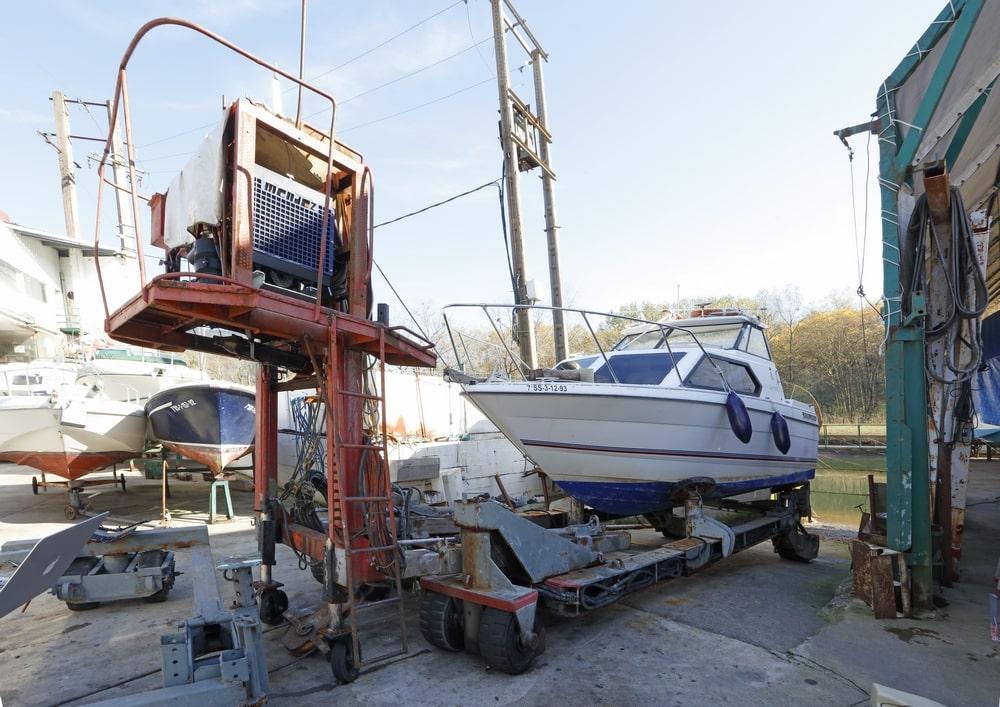 Reparación y mantenimiento de barcos, lanchas y embarcaciones de recreo en Orio